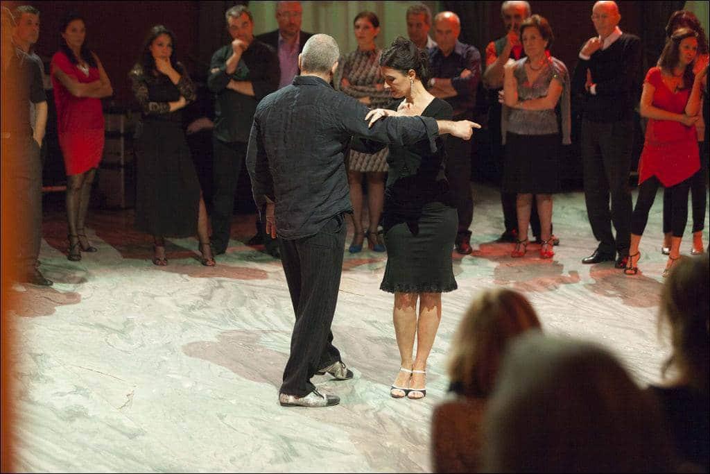carlo paolantoni e deborah finamore - lezioni di tango al salone delle fontane - roma